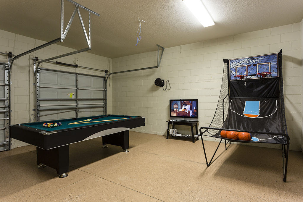 Villa With Pool And Games Room